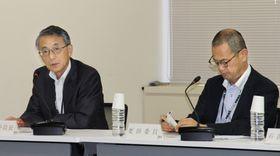 原子力規制委の定例会合で、東電柏崎刈羽原発について議論する田中俊一委員長(左)ら=13日午前、東京都港区