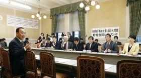 野党合同会合に出席し、発言する森友学園の前理事長籠池泰典被告(手前左)=18日午後、国会