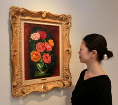 バラなどを個性的に描いた作品が並ぶ「花ある絵画」展