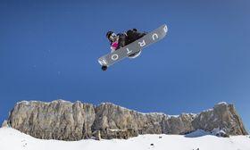 冬季ユース五輪のスノーボードのハーフパイプ女子で金メダルを獲得した小野光希=レザン(OIS提供・共同)