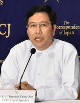 記者会見するミャンマーのトゥレイン・タン・ズィン駐日大使=12日午後、東京都千代田区