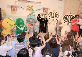 香川県のご当地ゆるキャラ「うどん脳」の生誕7周年を祝うイベント「ツルパーティ☆G7」が15日、高松市サンポートのマリタイムプラザで始まった。