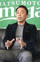 来季のチーム編成などを説明する柴田峡・編成部長