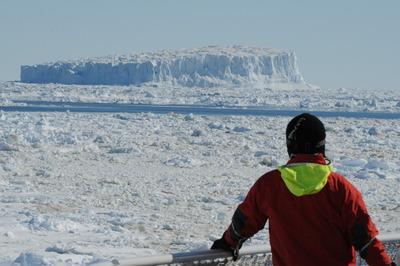 流れ出た巨大氷山