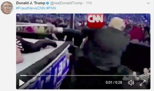 頭部に米CNNテレビのロゴが重ねられた人物をトランプ米大統領が攻撃する映像(本人のツイッターから)