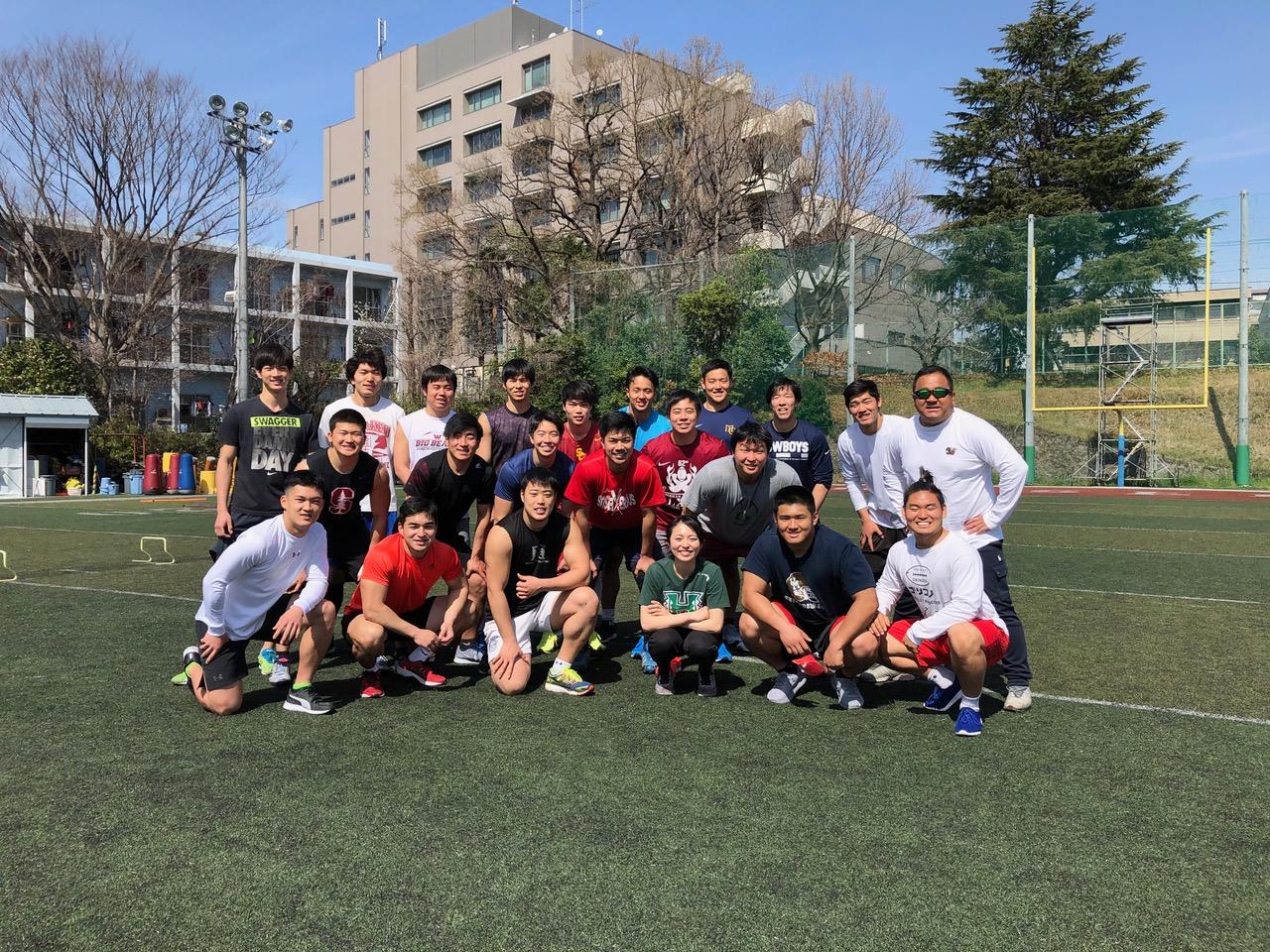 春季練習で体力向上を目指す、中村多聞さん(右端)が指導する早稲田大学ビッグベアーズの選手たち