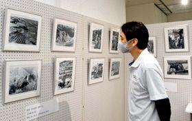 昭和時代の段畑風景を写した写真などが並ぶ「写真展うわじま語り」