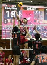 開幕戦のきんでん(大阪)戦。ヴォレアスは3―0のストレート勝ちで好発進した=2日、旭川市リアルター夢りんご体育館