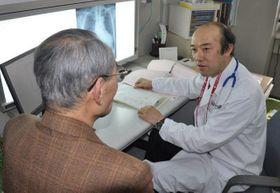 昨秋から岡山赤十字病院の玉野分院で診療を始めた福家部長(右)