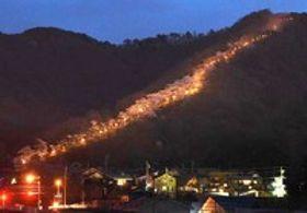 桜並木の登山道を照らす 安曇野・光城山
