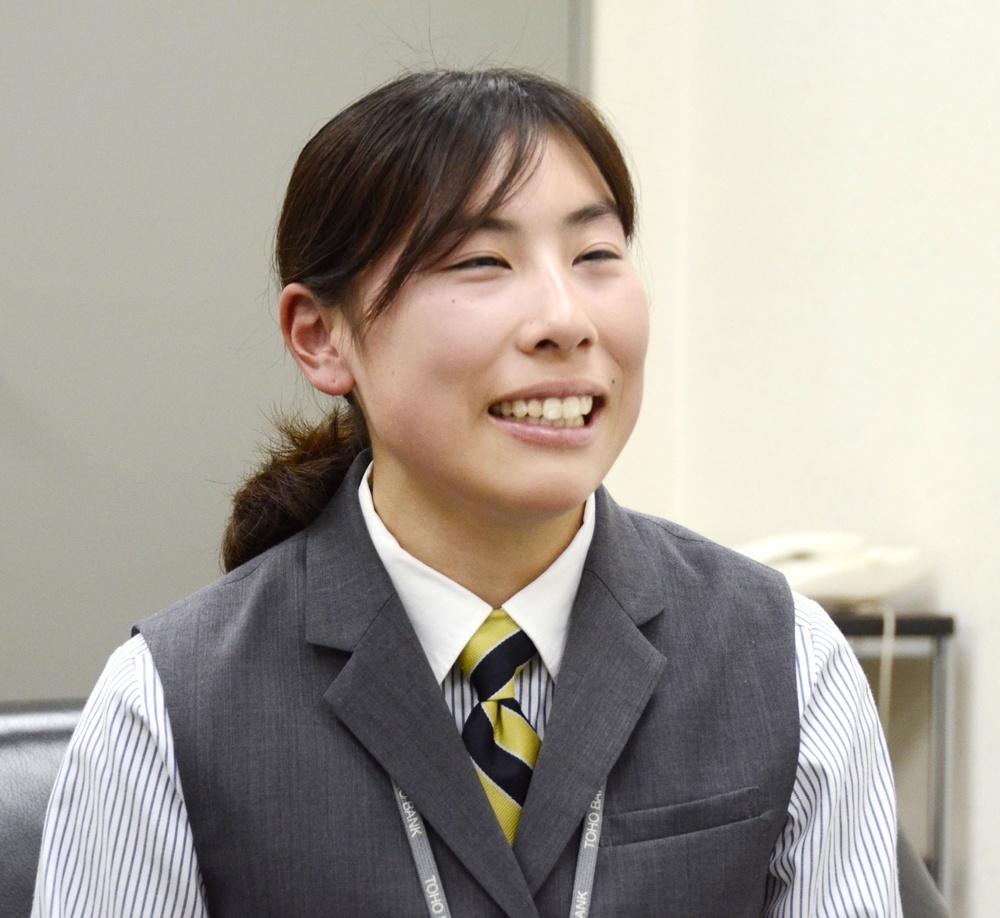 インタビューに答える佐々木真菜選手