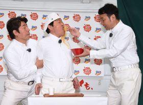 イベントに登場したダチョウ倶楽部の(左から)寺島ジモン、上島竜兵、肥後克広=22日、東京都内