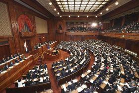 第201通常国会が召集され、安倍首相の施政方針演説が行われた衆院本会議=20日午後
