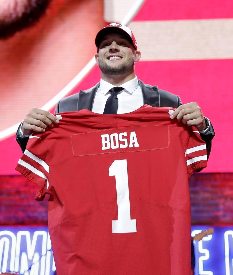 49ersに1位指名されたオハイオ州立大のDEニック・ボサ(AP=共同)