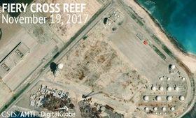 南シナ海・南沙(英語名スプラトリー)諸島のファイアリクロス(中国名・永暑)礁で建設が進む施設=11月19日(CSISアジア海洋透明性イニシアチブ・デジタルグローブ提供、共同)