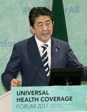 保健医療に関する国際会議であいさつする安倍首相=14日午前、東京都内のホテル