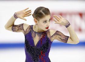 女子フリーで演技するロシアのアリョーナ・コストルナヤ=トリノ
