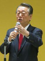 自らの政治塾で講演する自由党の小沢共同代表=11日午前、東京都新宿区