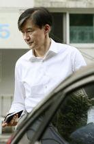 16日、ソウル市内の自宅を出るチョ国法相(聯合=共同)