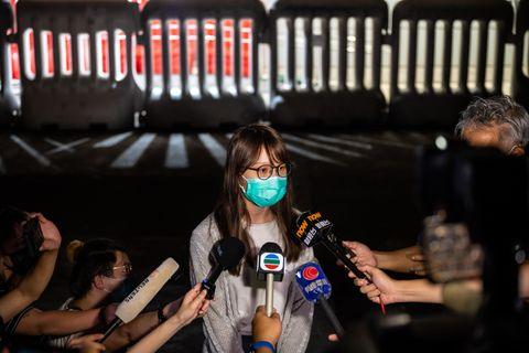 香港、民主活動家の周庭氏ら保釈