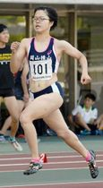 女子400メートルを大会新で制した藤田英里=シティライトスタジアム