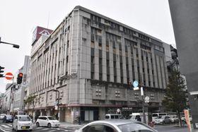 自己破産を申請した山形市の老舗百貨店「大沼」=27日午前