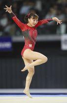 女子個人総合優勝した寺本明日香の床運動=武蔵野の森総合スポーツプラザで
