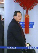 平壌に向かう北朝鮮の金星国連大使=18日、北京国際空港(共同)