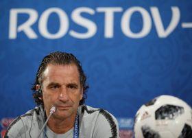 サッカーW杯1次リーグA組で次戦ウルグアイとの第2戦に向け、記者会見するサウジアラビアのピッツィ監督=19日、ロストフナドヌー(ロイター=共同)
