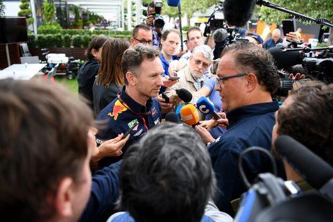 F1開幕戦オーストラリアGPの中止を受けてインタビューに応じるレッドブル・ホンダのクリスチャン・ホーナー代表(C)Red Bull CONTENT POOL