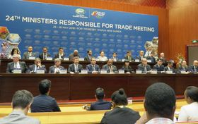 APEC貿易相会合の共同記者会見=26日、ポートモレスビー(共同)