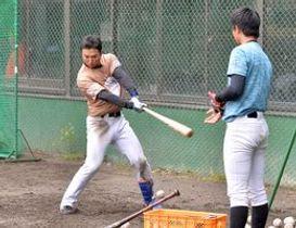 リーグ開幕が未定ながらも練習に汗を流す栃木GBの選手たち=小山運動公園野球場