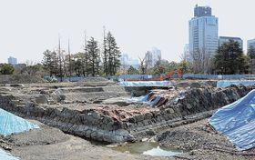 日本一の規模と判明した天守台の発掘調査現場=22日、静岡市葵区の駿府城公園