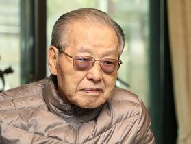 4月、ソウルの自宅で過ごす韓国の金鍾泌元首相(聯合=共同)