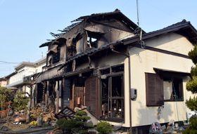 火災があった岡山県倉敷市の住宅=22日午前