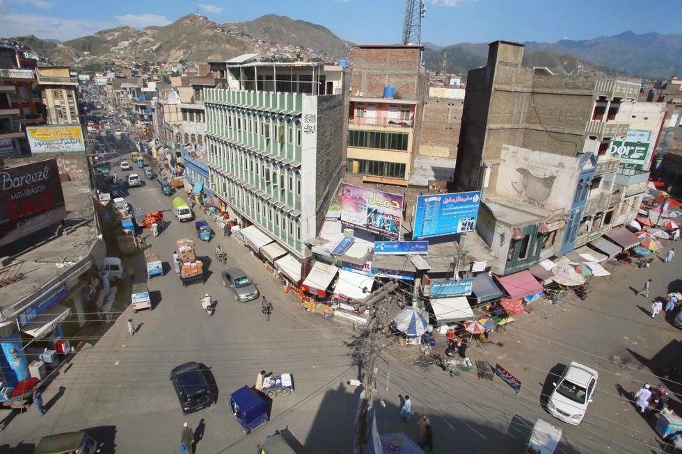 パキスタン北西部ミンゴラの「穀物広場」。イスラム武装勢力の支配下で、かつて「血の交差点」と呼ばれ、処刑された遺体が見せしめにされた(撮影・安井浩美)