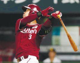 4回、右越えに本塁打を放つ東北楽天・浅村