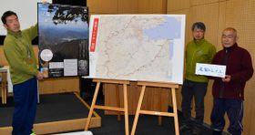 【イベントをPRする林さん(右端)、内山さん(右から2人目)ら=尾鷲市向井の県立熊野古道センターで】
