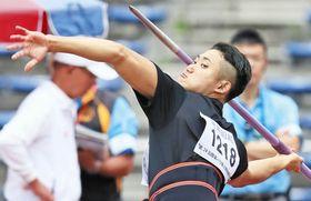 関東パラ陸上選手権男子やり投げF12を大会新記録で制した若生裕太=東京都町田市の市立陸上競技場で