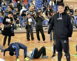 出身地の和歌山県橋本市で開かれた交流イベントに参加した筒香嘉智外野手=18日