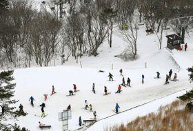 オープンしたスキー場「峰山高原リゾート ホワイトピーク」=16日午前、兵庫県神河町(共同通信社ヘリから)