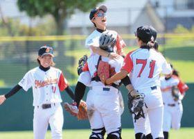 至学館、悲願の初優勝 全国大学女子硬式野球