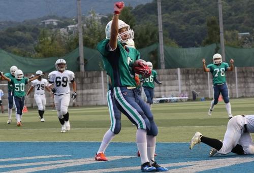 兵庫県大会の予選リーグで快勝したグリーンのジャージー六甲学院=撮影:山口雅弘