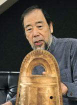 「現代の名工」に選ばれた鋳金家の小泉武寛さん=京都府大山崎町