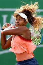 テニスのネイチャーバレー・オープンでデニサ・アレルトバに快勝した大坂なおみ=ノッティンガム(ゲッティ=共同)