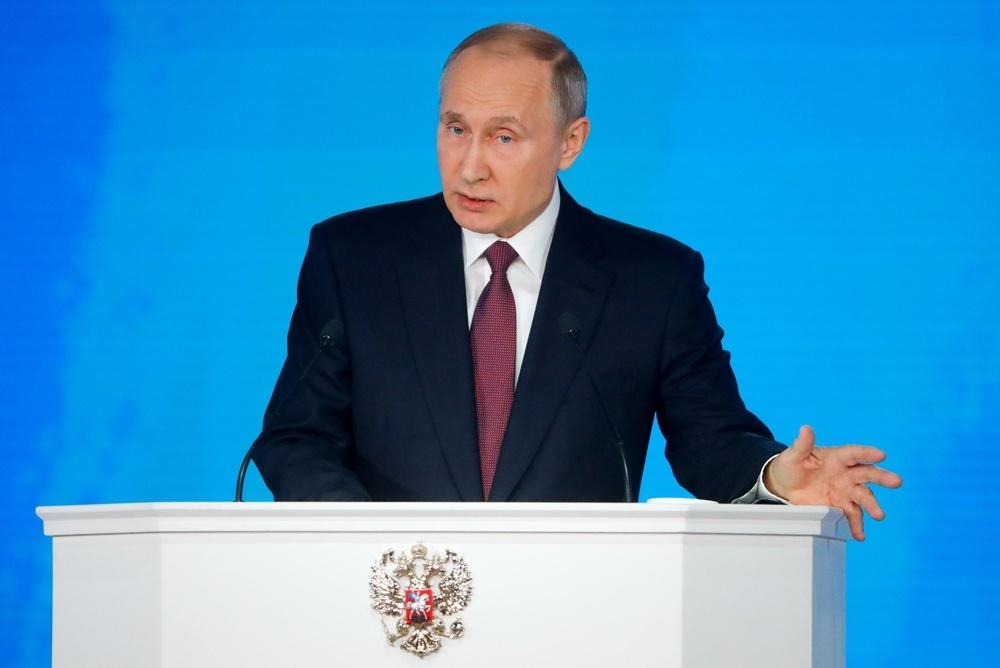 議会への年次報告演説を行うプーチン大統領=1日、モスクワ(タス=共同)