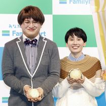 イベントに登場した福島善成(左)と箕輪はるか=東京都内