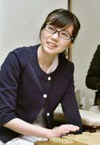 将棋の第29期女流王位戦5番勝負の第4局で、里見香奈女流王位を破り、初タイトルとなる女流王位を獲得した渡部愛女流三段=13日午後、徳島市