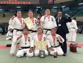 柔道の男子団体で岡山県勢最高の3位入賞した作陽=日本武道館