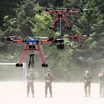 韓国・利川で公開された韓国陸軍のドローン操縦=16日(聯合=共同)
